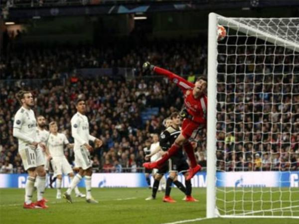 Real bị Ajax loại khỏi đấu trường Champions League