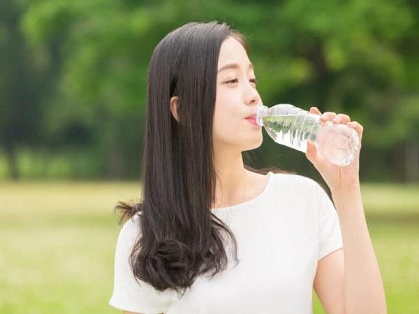 Mơ-thấy-uống-nước