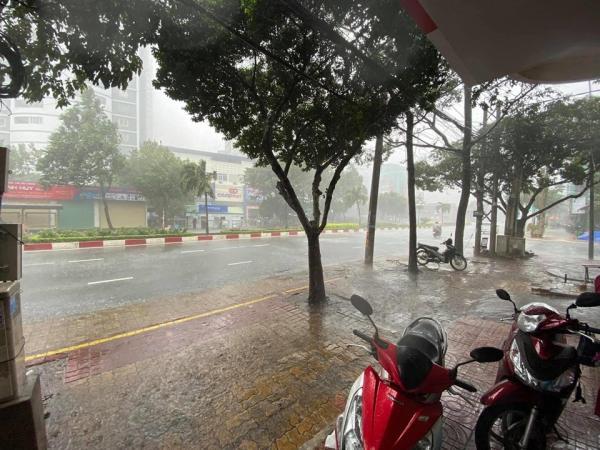 Nằm mơ thấy trời mưa đánh xổ số con gì có điềm báo gì